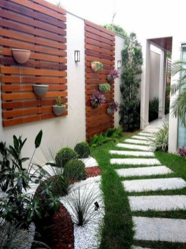 Minimalist Creative Garden Ideas To Enhance Your Small House Beautiful38
