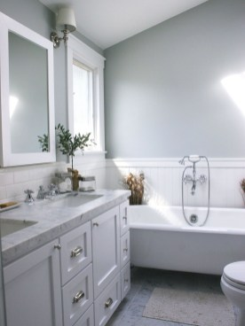 Best Gray And White Bathroom Ideas For33
