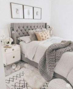 Make Your Bedroom Cozy With Neutral Bedroom Decorations11