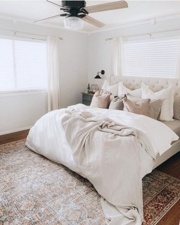 Make Your Bedroom Cozy With Neutral Bedroom Decorations28