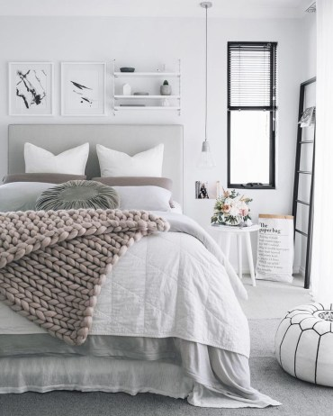 Make Your Bedroom Cozy With Neutral Bedroom Decorations29