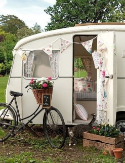 Unique Vintage Camper Exterior Ideas For More Impression23