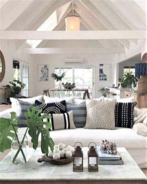 Attractive Lake House Living Room Decor Ideas08