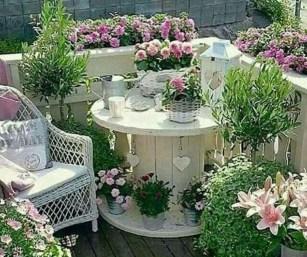 Enjoying Summer Balcony Decor Ideas03