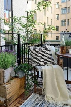 Enjoying Summer Balcony Decor Ideas15