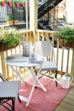 Enjoying Summer Balcony Decor Ideas25