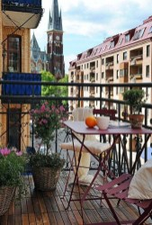 Enjoying Summer Balcony Decor Ideas28