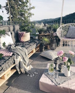 Enjoying Summer Balcony Decor Ideas33