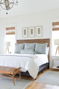 Impressive Coastal Bedroom Decorating Ideas01
