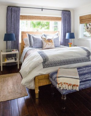 Impressive Coastal Bedroom Decorating Ideas18