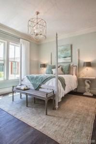 Impressive Coastal Bedroom Decorating Ideas23