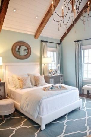 Impressive Coastal Bedroom Decorating Ideas27