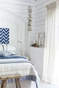 Impressive Coastal Bedroom Decorating Ideas31