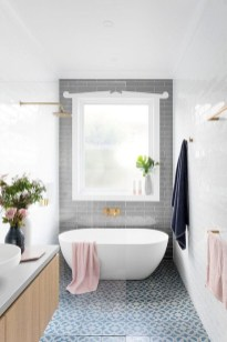 Minimalist Bathroom Bathtub Remodel Ideas11