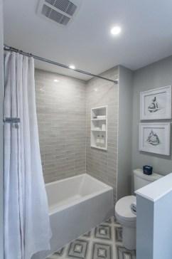 Minimalist Bathroom Bathtub Remodel Ideas16