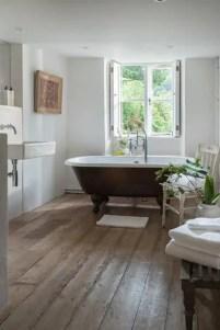 Minimalist Bathroom Bathtub Remodel Ideas28