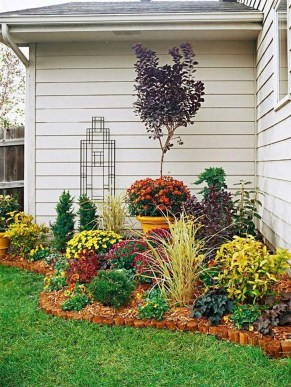 Astonishing Backyard Landscaping Ideas With Flower To Try24