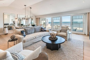 Jaw Dropping Summer Beach House Designs28