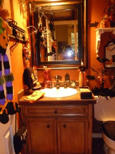 Modern Halloween Decorating Ideas For Your Bathroom29