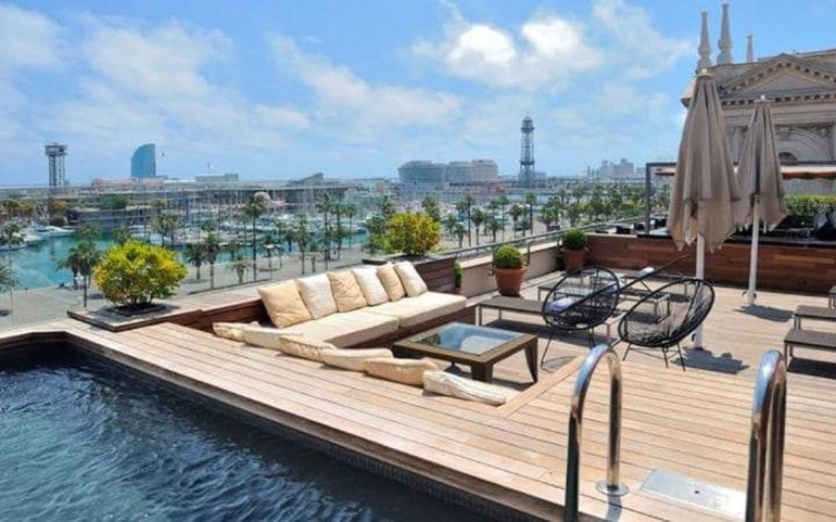 Most Amazing Rooftop Pools That You Must Jump In At Least Once24