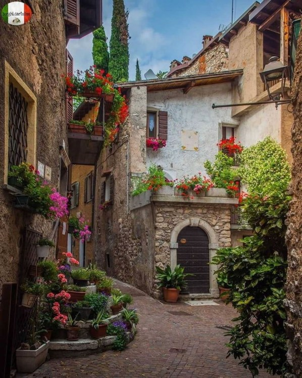 Picturesque Village Photos From Around The World40