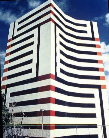 Unbelievable Public Architectural Optical Illusions04
