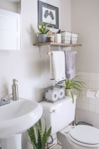 Amazing Small Apartment Bathroom Decoration You Can Try02