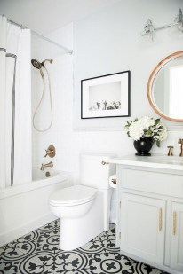 Amazing Small Apartment Bathroom Decoration You Can Try14