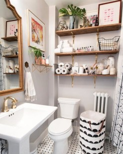 Amazing Small Apartment Bathroom Decoration You Can Try23
