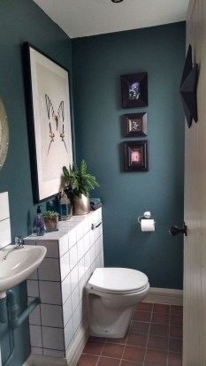 Amazing Small Apartment Bathroom Decoration You Can Try25