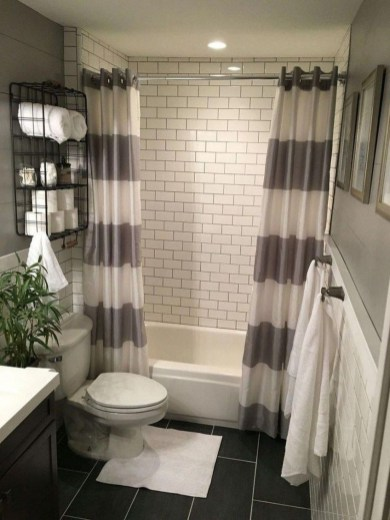 Amazing Small Apartment Bathroom Decoration You Can Try35