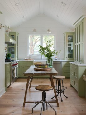 Beautiful And Cozy Green Kitchen Ideas07