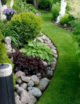 Beautiful Simple Front Yard Landscaping Design Ideas41