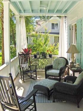Cozy Porch Decoration Ideas34