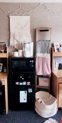 Efficient Dorm Room Organization Ideas17