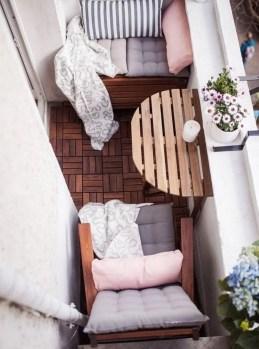 Elegant And Cozy Balcony Ideas35