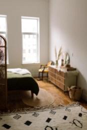 Luxury And Elegant Apartment Bed Room Ideas19