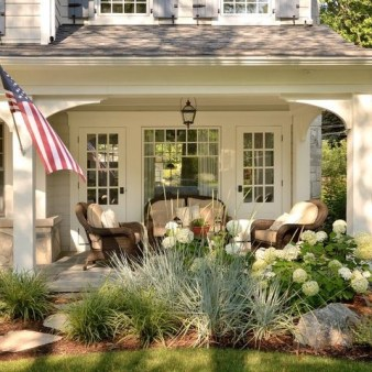 Traditional Porch Decoration Ideas02