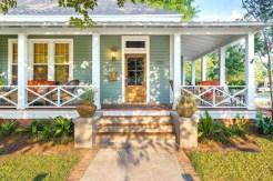 Traditional Porch Decoration Ideas24