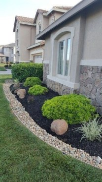 Beautiful Simple Front Yard Landscaping Design Ideas18