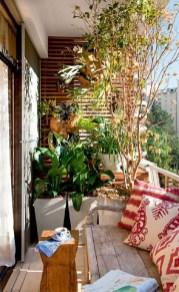 Cozy And Beautiful Green Balcony Ideas12