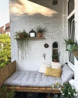 Cozy And Beautiful Green Balcony Ideas18