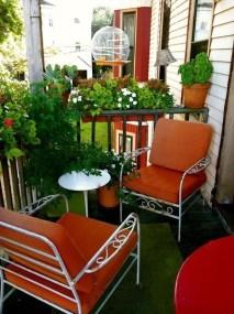 Cozy And Beautiful Green Balcony Ideas22