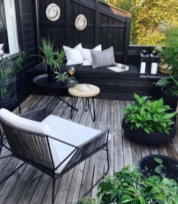 Cozy And Beautiful Green Balcony Ideas30