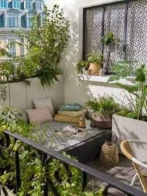 Cozy And Beautiful Green Balcony Ideas37