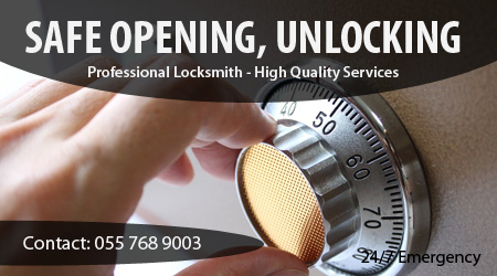 Locksmith for safe unlocking, safe opening