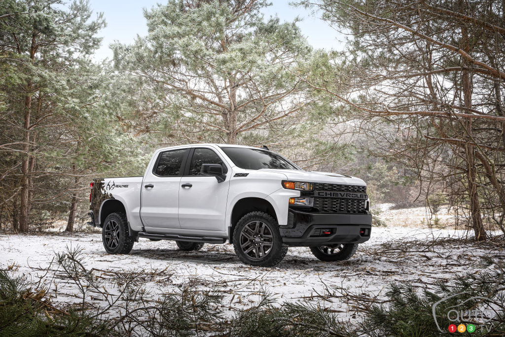 More Details On The Chevrolet Silverado Electric Car Throughout 2023 Chevy Silverado Electric Pickup Confirmed 400 Miles Of Range