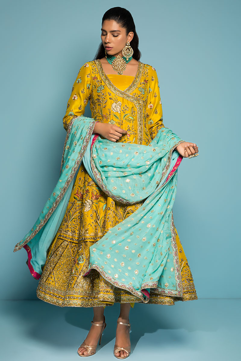 Color Combination Mehendi Outfit