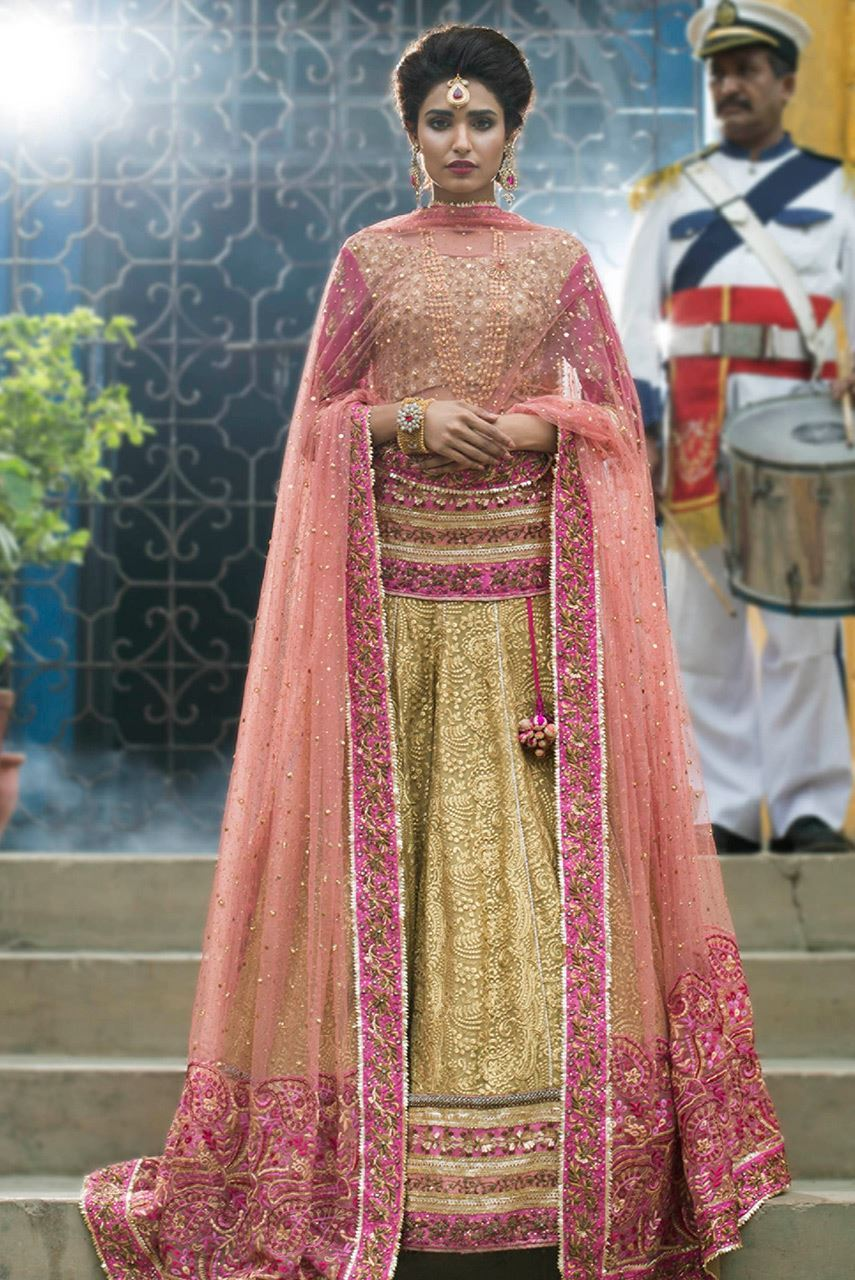 Simple Mehndi Outfits by Pakistani Designer