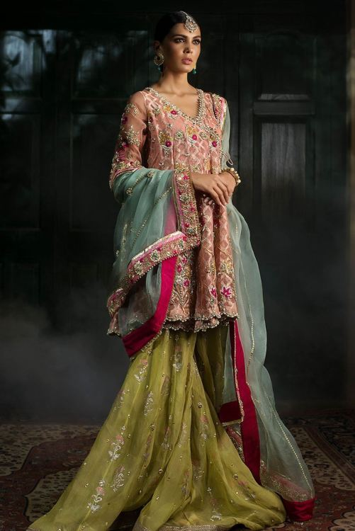 dresses for mehndi function for brides